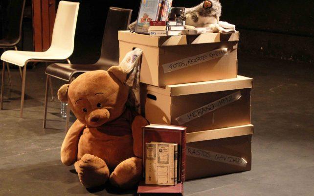oso recuerdos improvisacion calambur teatro escenografía